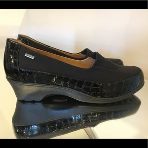 NEW SOFTSPOTS BLACK CROCO PATENT LEATHER SHOES 9WW